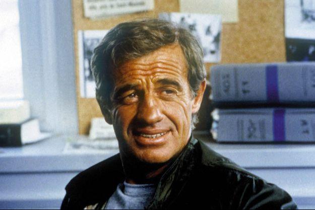 """Jean-Paul Belmondo sur le tournage du film """"Le Marginal""""en 1983."""