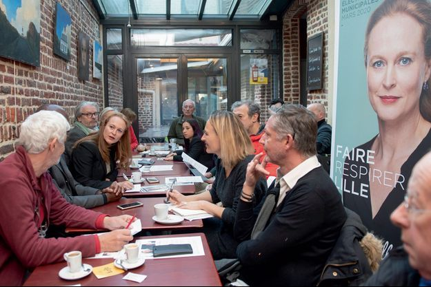 Violette Spillebout rencontre les habitants de Wazemmes, un quartier lillois, le 4 décembre.