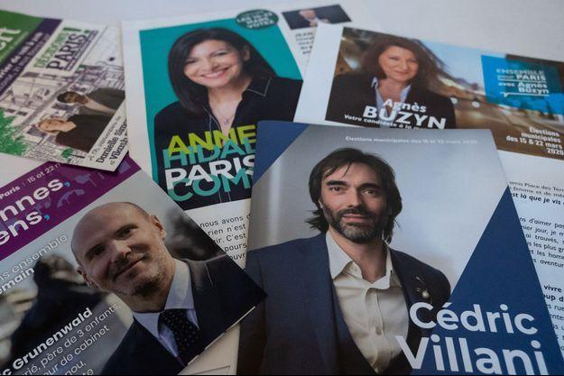 Des affiches des candidats lors du premier tour des municipales.