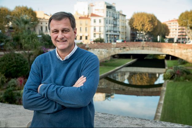 Après deux échecs à Perpignan, l'élu d'extrême droite présentera les 15 et 22 mars une liste « ouverte ».