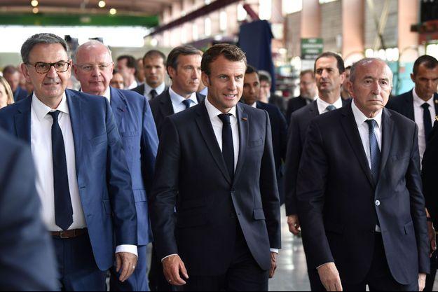 Emmanuel Macron flanqué des deux rivaux : David Kimelfeld, et Gérard Collomb,