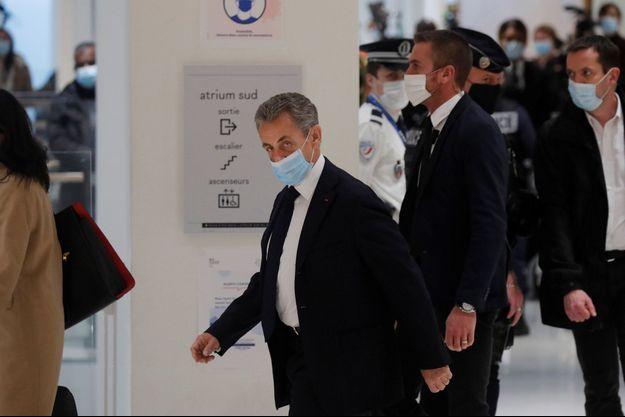 Nicolas Sarkozy, lors de son arrivée au tribunal lundi.