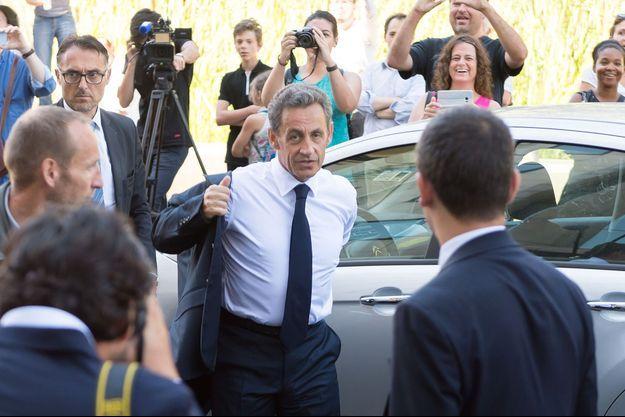 Nicolas Sarkozy arrive à son QG de campagne à Paris, le 23 août 2016.
