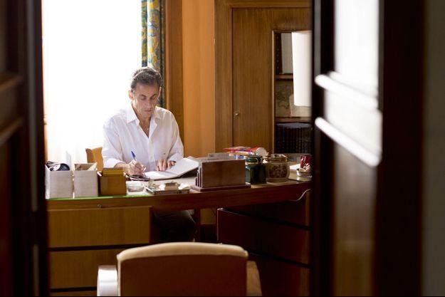 Nicolas Sarkozy, dans son bureau au Cap-Nègre, le 5 juillet 2015.