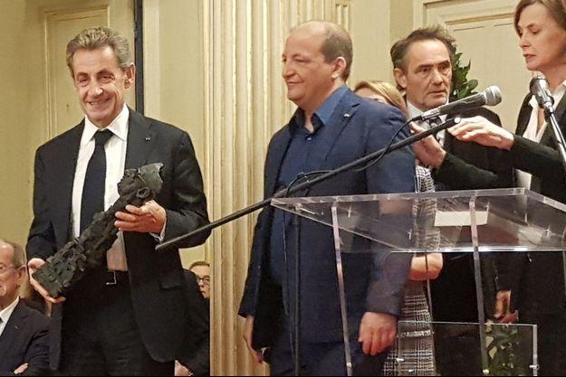 """Nicolas Sarkozy a reçu mardi soir le prix Edgar Faure pour son livre """"Passions"""""""