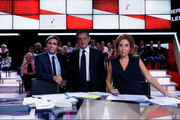 Nicolas Sarkozy entre David Pujadas et Léa Salamé.