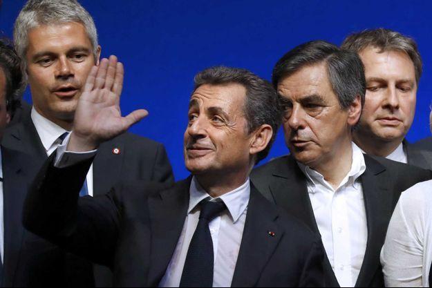 Nicolas Sarkozy et ses proches au meeting des Républicains à la Mutualité ce samedi.
