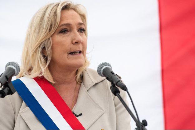 Marine Le Pen samedi à Henin-Beaumont pour les cérémonies du 8 mai.