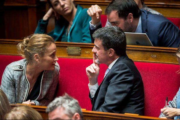 Olivia Grégoire et Manuel Valls à l'Assemblée nationale en octobre 2017