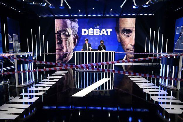 Le plateau du débat entre Jean-Luc Mélenchon et Eric Zemmour.
