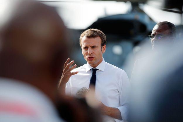 Emmanuel Macron mardi sur le tarmac de l'aéroport de Pointe-à-Pitre.