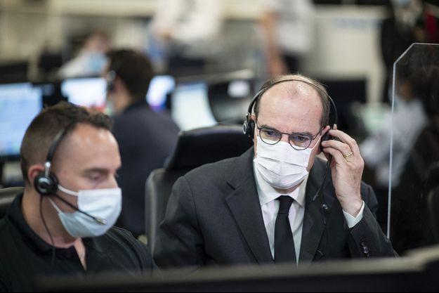 Jean Castex au centre d'appel des numéros d'urgence à Paris.