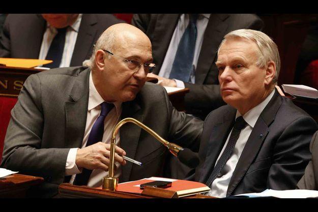 Michel Sapin et Jean-Marc Ayrault à l'Assemblée nationale.