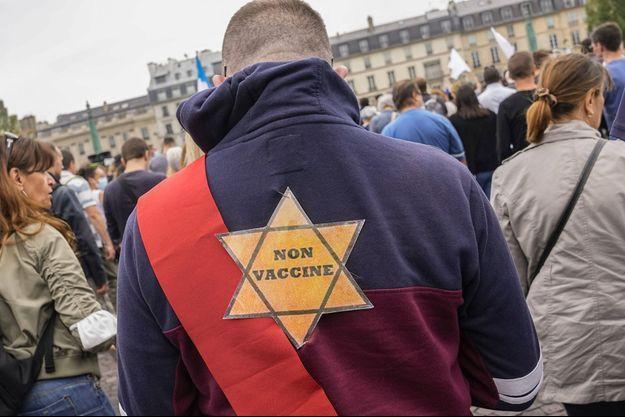 Un des manifestants à Paris samedi.
