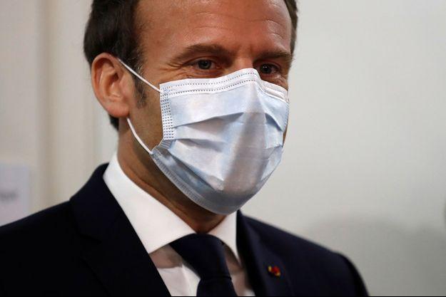 Emmanuel Macron masqué le 7 avril 2020.
