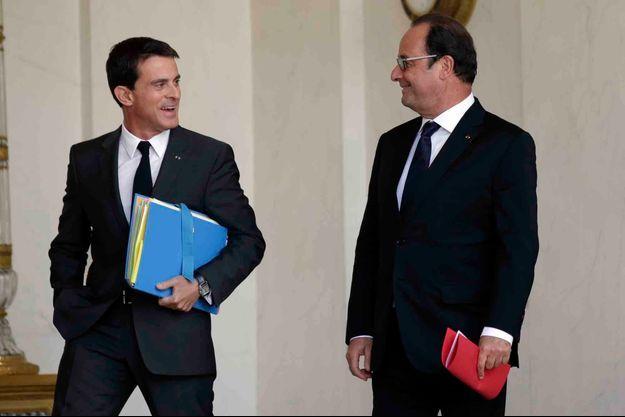 Manuel Valls et François Hollande sur le perron de l'Elysée.