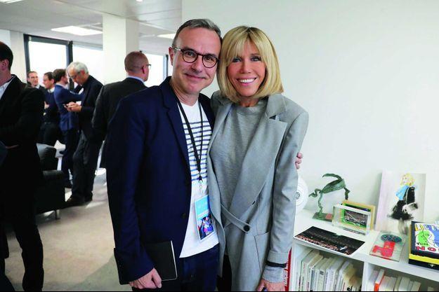 Avec Brigitte Macron, dans le QG parisien, au soir du premier tour de l'élection présidentielle, le 23 avril.