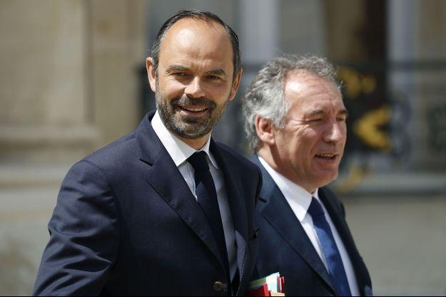 Edouard Philippe et François Bayrou dans la cour de l'Elysée, le 31 mai.