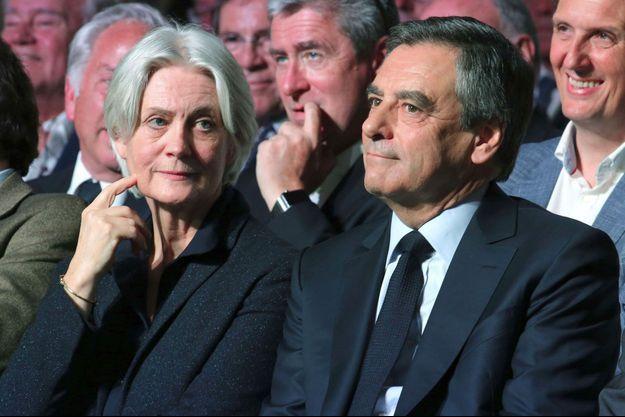 Penelope et François Fillon lors d'un meeting à Paris, le 9 avril 2017.