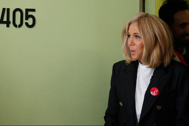 Brigitte Macron lundi dans un collège parisien pour la dictée de l'association ELA.