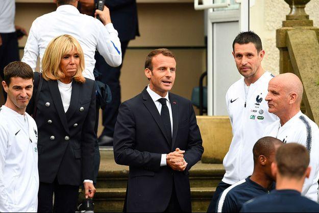 Emmanuel et Brigitte Macron avaient rendu visite aux joueurs de l'Equipe de France à Clairefontaine, le 5 juin dernier.