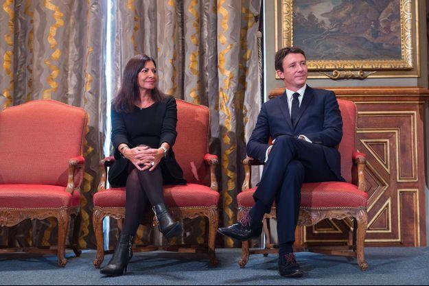 Anne Hidalgo et Benjamin Griveaux à l'hôtel de ville de Paris, en septembre 2017.