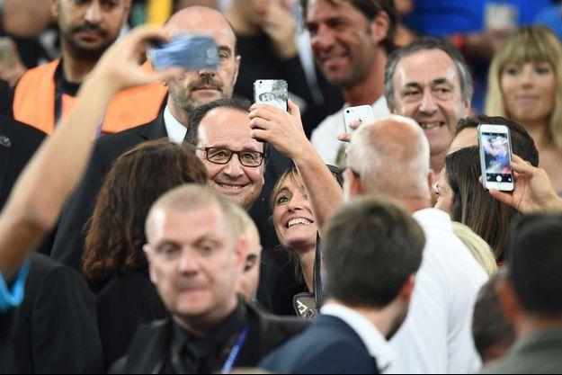François Hollande avait le sourire dans les tribunes de France-Allemagne