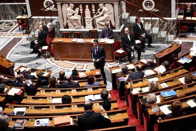 Le Premier ministre Manuel Valls a défendu la réforme constitutionnelle ce vendredi à l'Assemblée nationale.