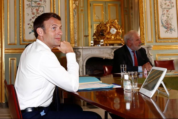 Emmanuel Macron à l'Elysée, le 16 avril 2020.