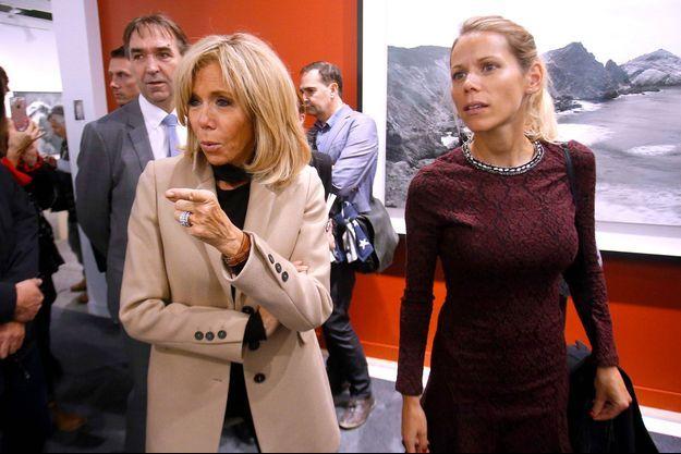 Brigitte Macron et Tiphaine Auzière en novembre 2018 au salon Paris Photo.