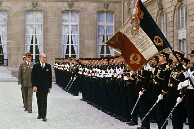 Valéry Giscard d'Estaing, le 21 mai 1981, quitte l'Elysée.