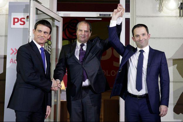 Manuel Valls, Jean-Christophe Cambadélis et Benoit Hamon lors du second tour de la primaire de la belle alliance populaire.