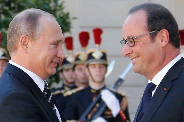 Vladimir Poutine et François Hollande se sont souris sur le perron de l'Elysée.