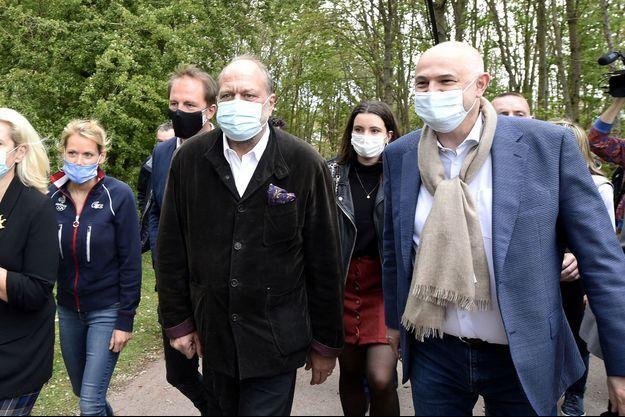 Eric Dupond-Moretti, entouré de Tiphaine Auzière ( à gauche) et de Laurent Pietraszewsksi ( à droite) samedi à Loos en Gohelle.