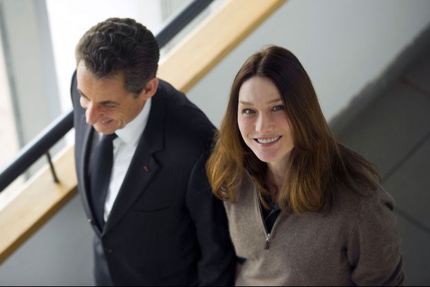Nicolas Sarkozy et Carla Bruni-Sarkozy lors d'un déplacement de campagne à Fréjus, en avril 2012.