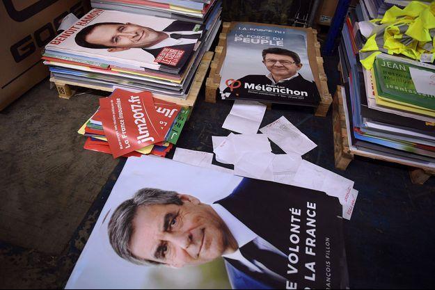 Dans un hangar de Gonesse (Val d'Oise), où un million d'affiches électorales sont stockées avant d'être acheminées partout en France.