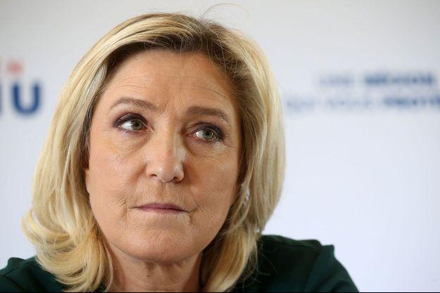 Marine Le Pen vendredi à Salesches dans le Nord.