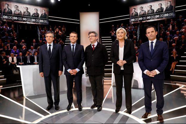 François Fillon, Emmanuel Macron, Jean-Luc Mélenchon, Marine Le Pen et Benoît Hamon, sur TF1 lundi soir.