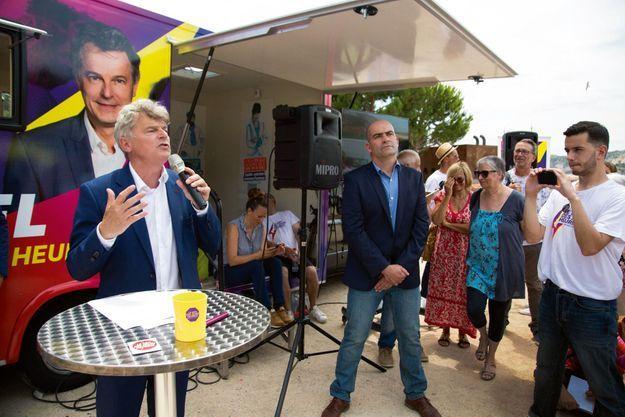 Fabien Roussel a entamé son tour de France des plages à Marseille le 6 juillet. À dr., son ami Olivier Marchais.