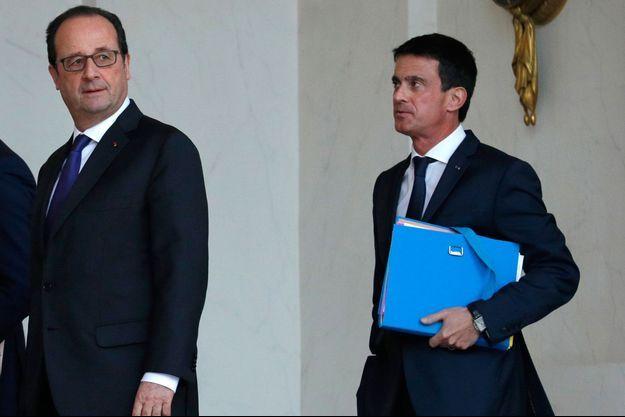Manuel Valls n'exclut pas d'être candidat face à Hollande à la primaire du PS.