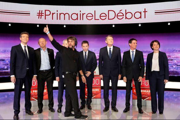 Arnaud Montebourg, Jean-Luc Bennahmias, Francois de Rugy, Benoit Hamon, Vincent Peillon, Manuel Valls et Sylvia Pinel avant le débat de la primaire.