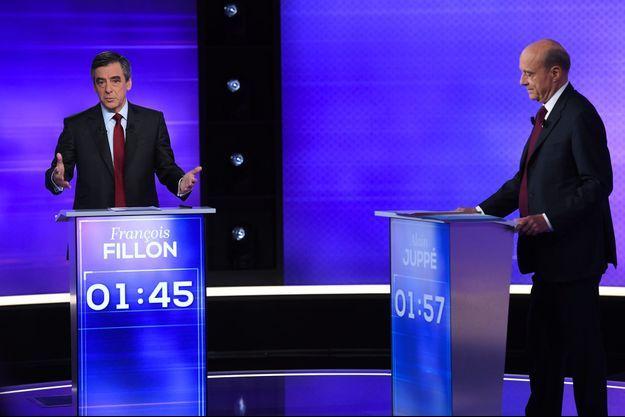 Alain Juppé et François Fillon sur le plateau du débat, jeudi soir.