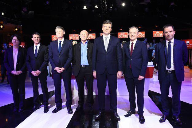 Les candidats sur le plateau du deuxième débat de la primaire de la gauche, dimanche sur BFMTV, iTélé et RMC.