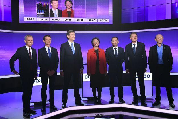 Les candidats sur le plateau du troisième débat de la primaire de la gauche, sur Europe 1 et France 2.
