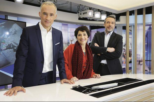 Les trois intervieweurs de la soirée: TF1, Gilles Bouleau, RTL, Elizabeth Martichoux et « L'Obs », Matthieu Croissandeau.