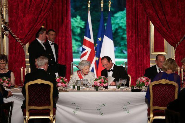Sa Majesté la Reine Elizabeth II et François Hollande, à l'Elysée, le 6 juin 2014.