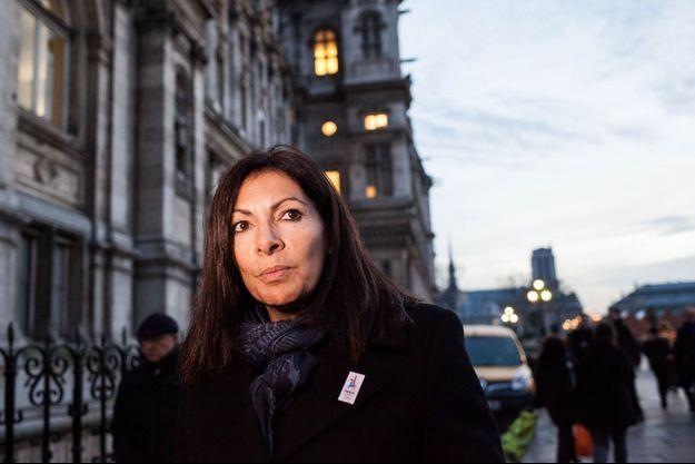 Anne Hidalgo devant l'hôtel de ville de Paris, le 7 décembre.