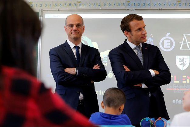 Emmanuel Macron et Jean-Michel Blanquer en visite dans une école de Forbach, lundi matin pour la rentrée scolaire.