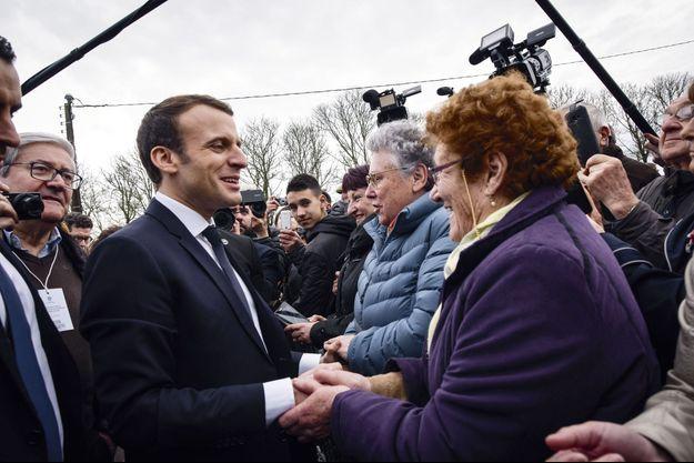 Emmanuel Macron en déplacement en Indre-et-Loire, le 15 mars.