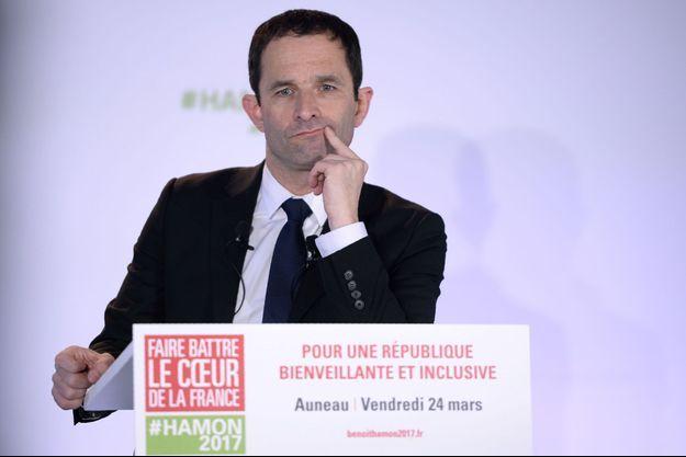 Benoît Hamon en conférence de presse à Auneau-Bleury-Saint-Symphorien, le 24 mars 2017.
